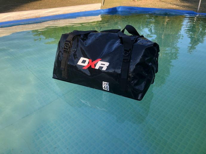 test de la piscine pour la sacoche DXR Over-Dive 40