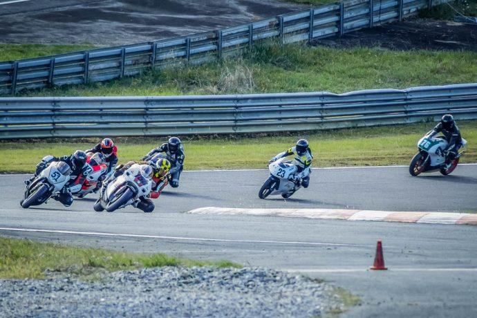 sur le circuit de Pau, le Klass GP Motoblouz