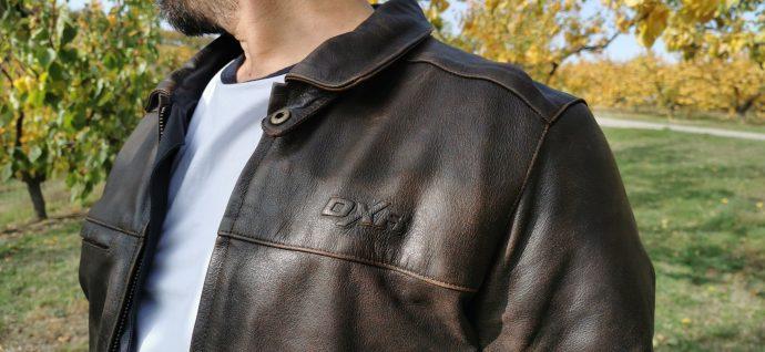 logo DXR visible sur blouson de cuir