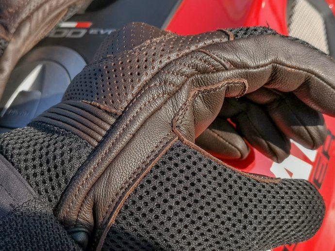 double coutures pour une meilleure résistance des gants DXR UpMan