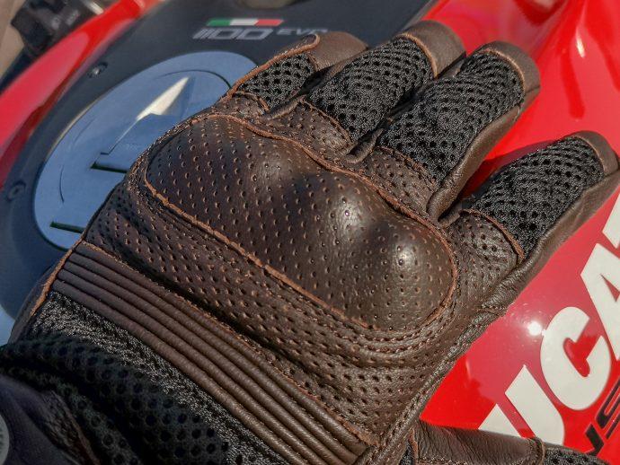 protection rigide des phalanges sur les gants DXR UpMan