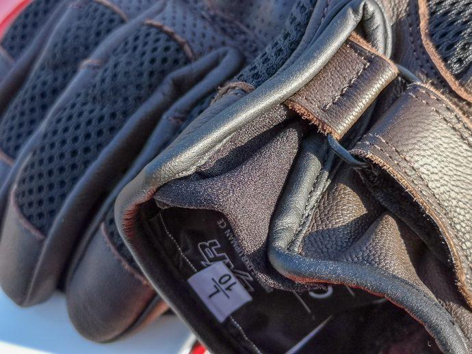 insert élastique pour praticité des gants DXR