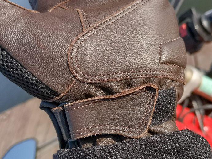 patte velcro sur les gants DXR UpMan