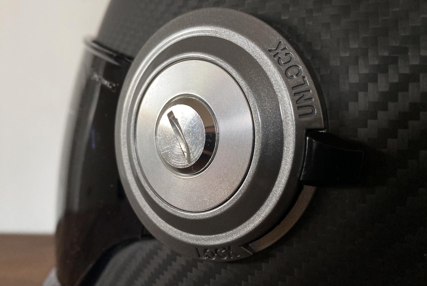 manette lock pour verrouiller la visière du casque dexter