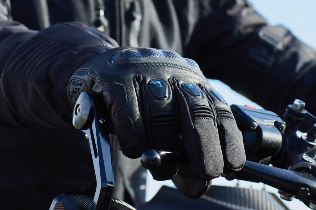 gants_moto_chauffants_intelligents_ixon_clim8
