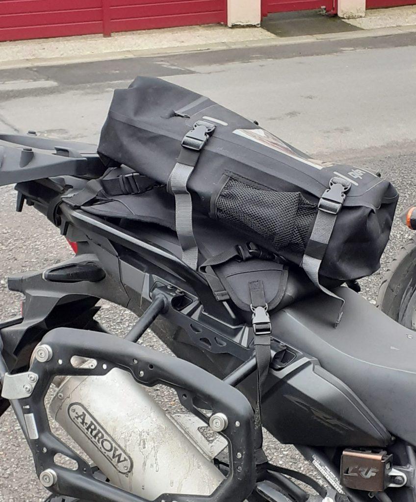 Et oui, si la moto le permet, la sacoche de réservoir DXR Safari peut-être utilisée en sacoche de selle
