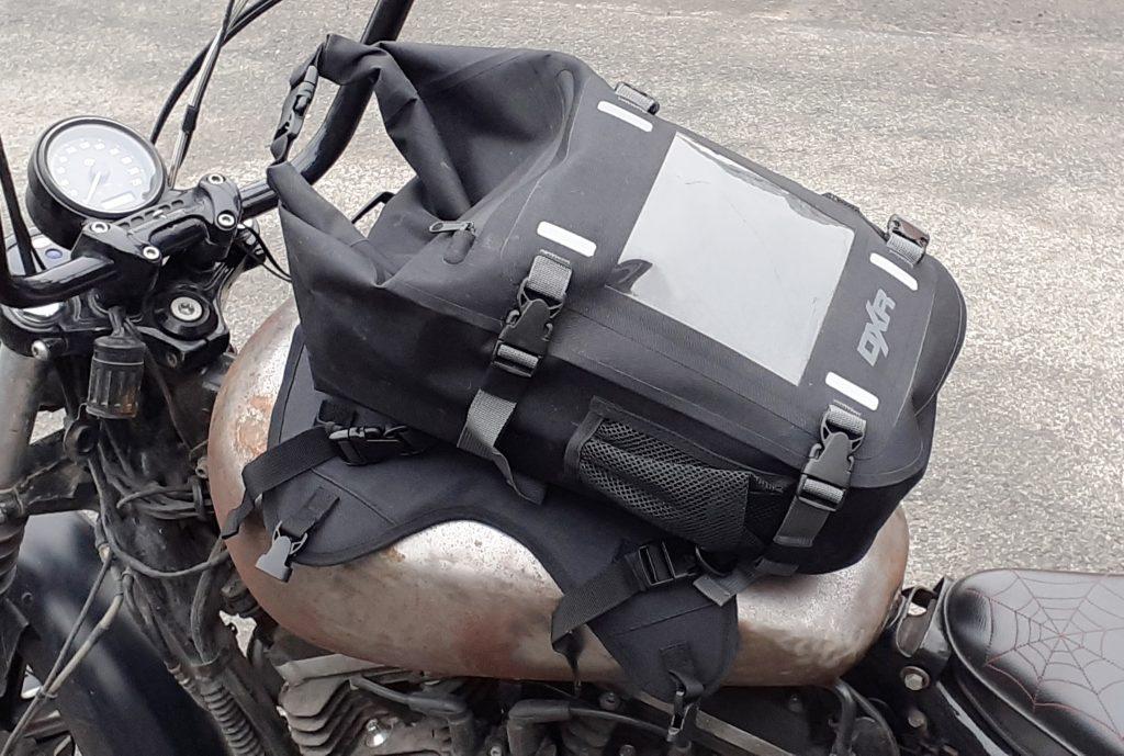 essai de la sacoche de réservoir DXR Safari