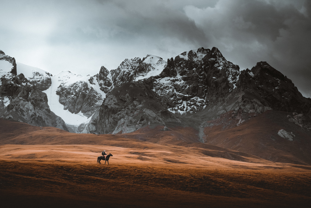 Kirghizistan : à moto… ou à cheval ?