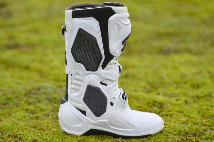 Look agressif pour les bottes cross Alpinestars TECH 10 Supervented
