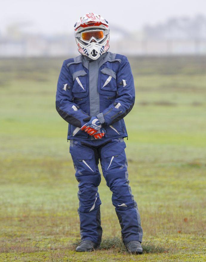 ensemble veste et pantalon DXR Capetown à l'essai