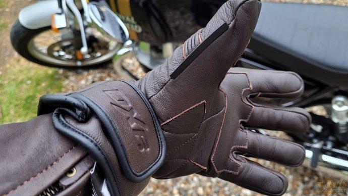 pattes de serrage des gants DXR Bricklane