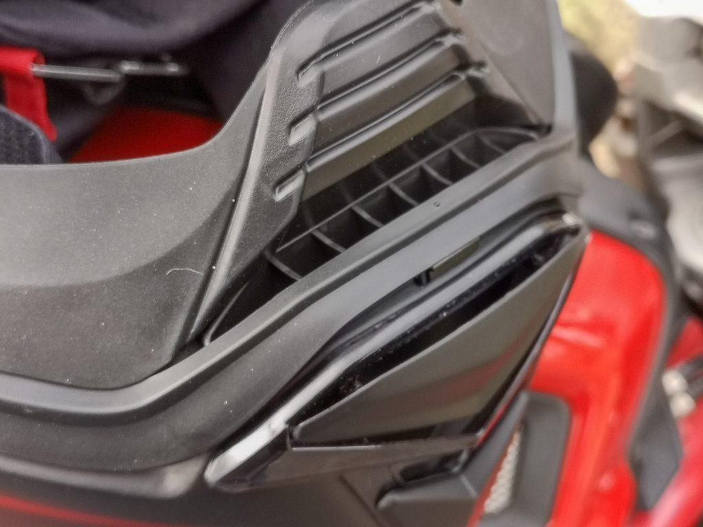 HJC F70 – ventilation écran