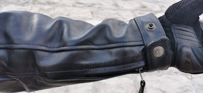 poignets du blouson en cuir DXR Legend Full Black