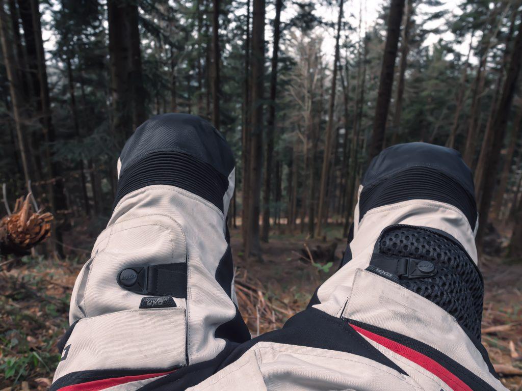 Pantalon DXR Emisfer à l'essai en forêt