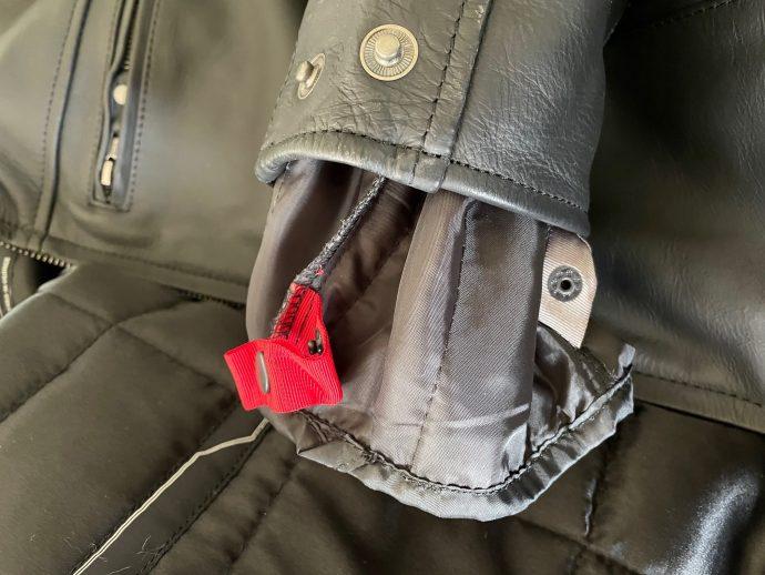 code couleur sur les manches du blouson DXR A40