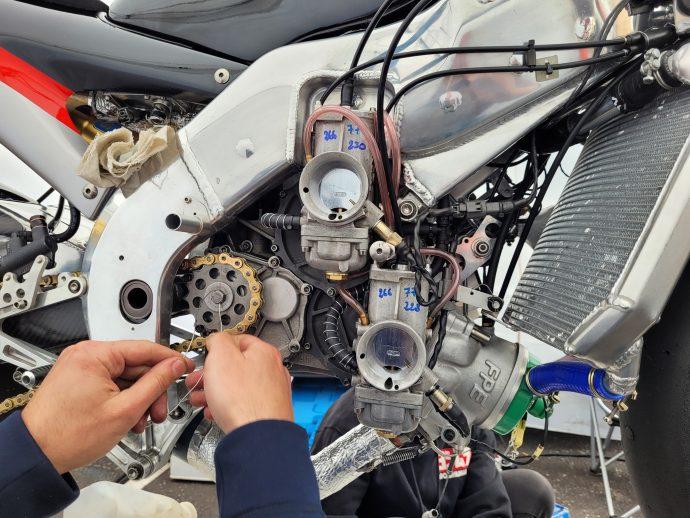 Mécanique sur Aprilia au championnat de motos 2-temps Klass GP-Motoblouz