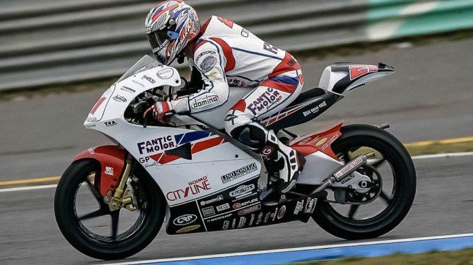 Arnaud Vincent sur sa Fantic R250 au Klass GP Motoblouz 2021