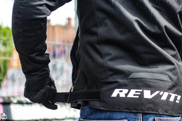scratch d'ajustement et logo du blouson Rev'it