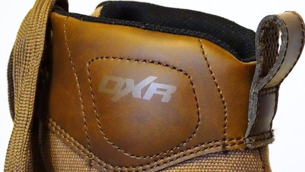 On apprécie les empiècements en cuir, notamment la boucle permetant de chausser les DXR Concave