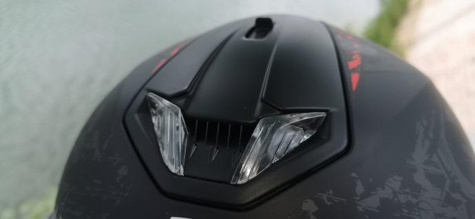 LED frontales sur le casque intégral Shark