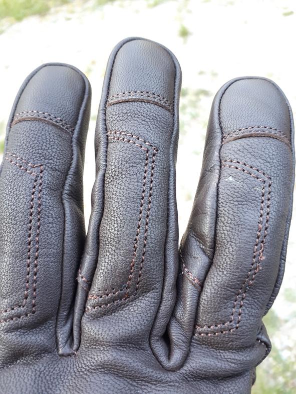 couture 2 gants DXR Townhall