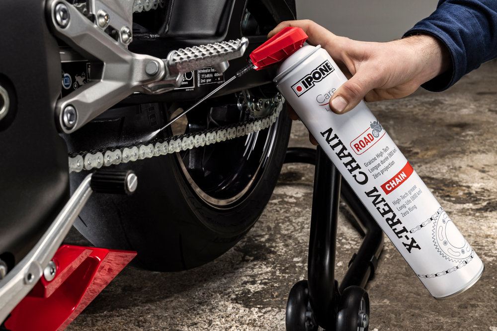 Lubrification d'un kit chaîne moto
