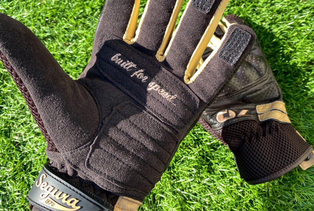Built for Speed, joliment brodé la paume des gants Segura Lady Melbourne