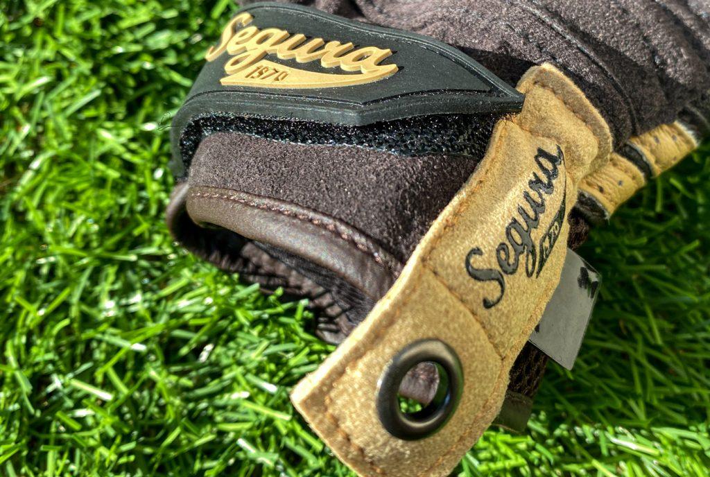 Le logo Segura est joliment intégré au gant Segura Lady Melbourne