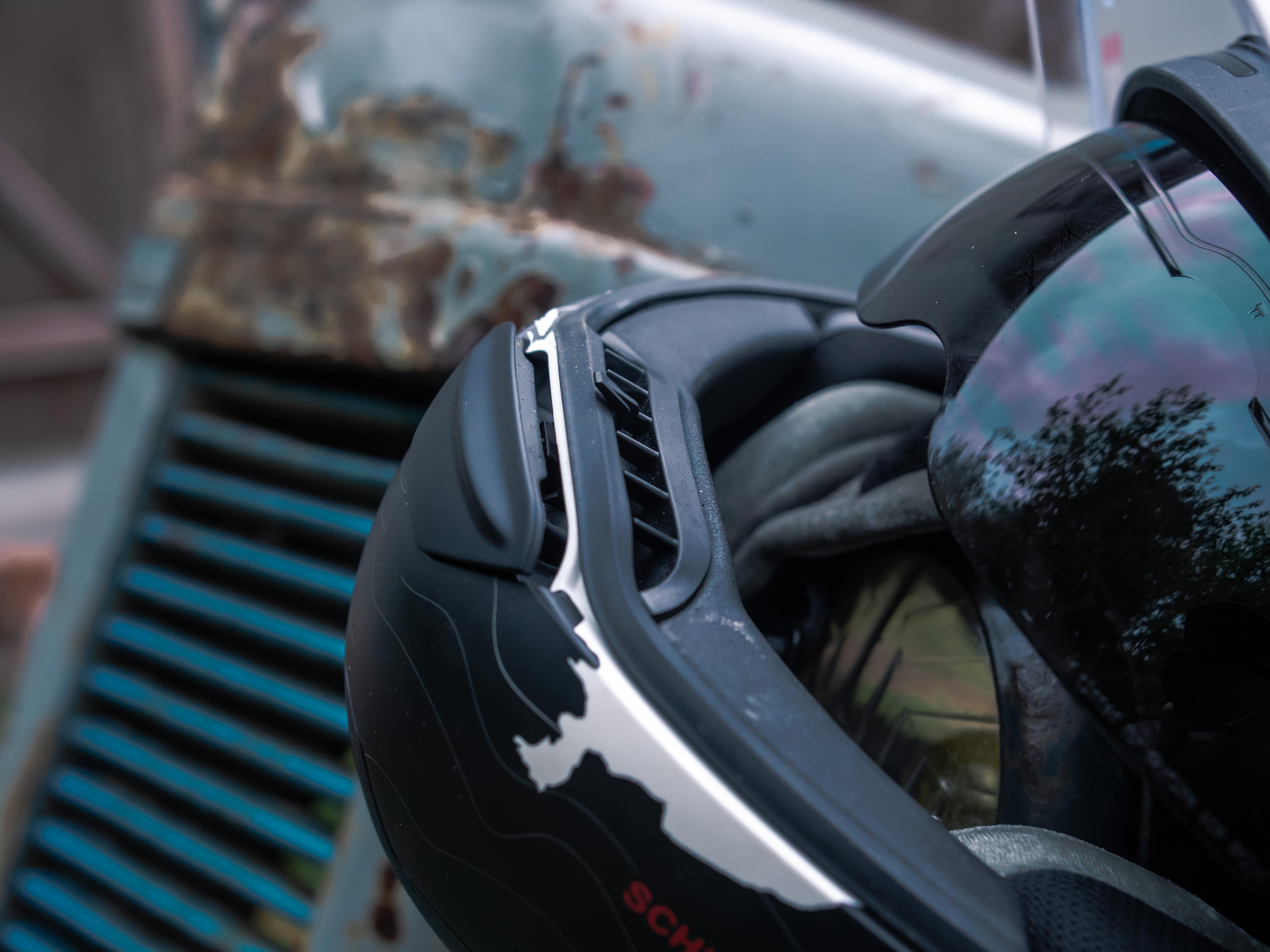 ouverture et ventilation mentonnière sur casque Schuberth