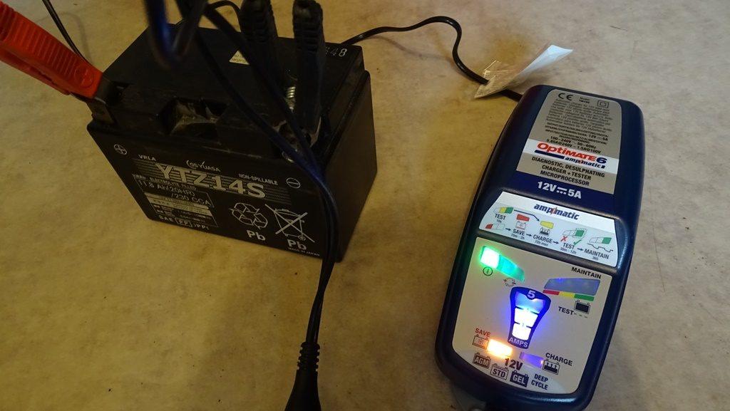 Cette batterie a besoin d'un bon sauvetage, mode que l'Optimate 6 a sélectionné