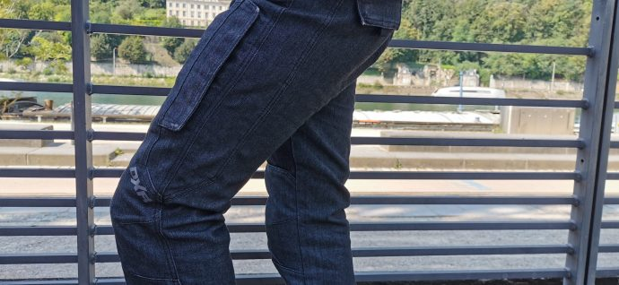 logo rétro réfléchissant sur le genou du pantalon DXR Denim'R