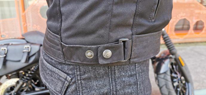 réglages aux hanches sur le blouson DXR Swizzle Tex