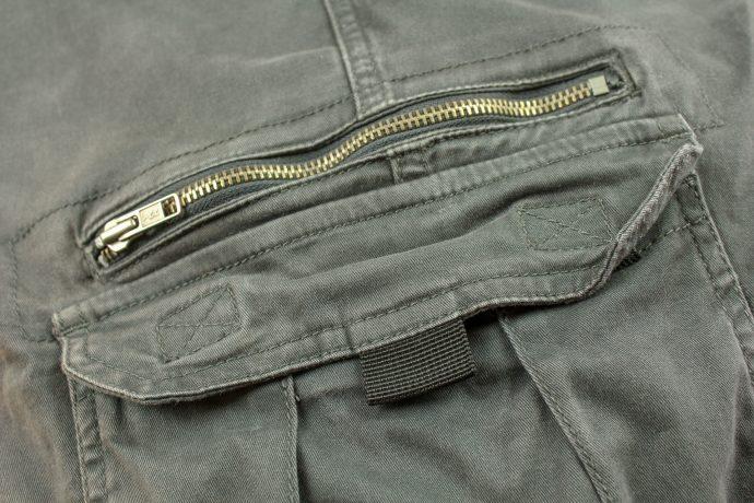 focus sur les poches et fermetures du pantalon DXR Nazaire