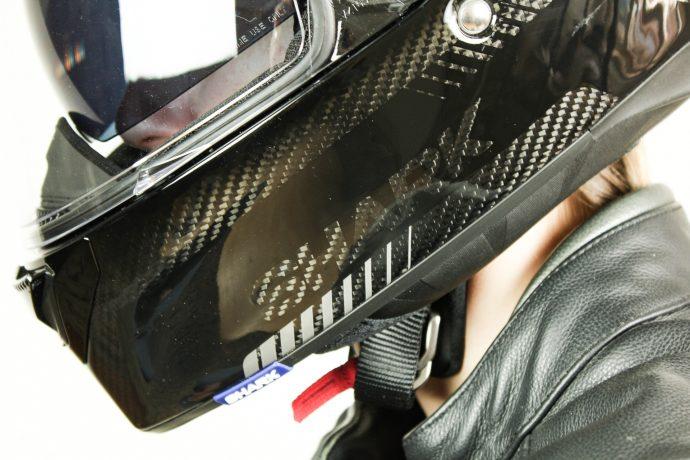 superbe trame carbone du casque Shark Spartan Carbon 1.2