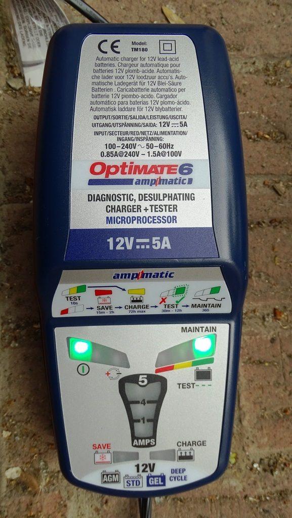Une fois la batterie entièrement chargée, l'Optimate 6 va se charger de maintenir la charge