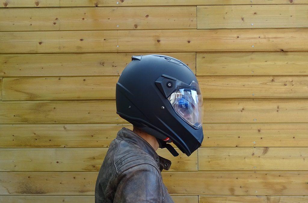 Sans la visière, le Dexter Ladak garde son identité de casque anguleux et agressif