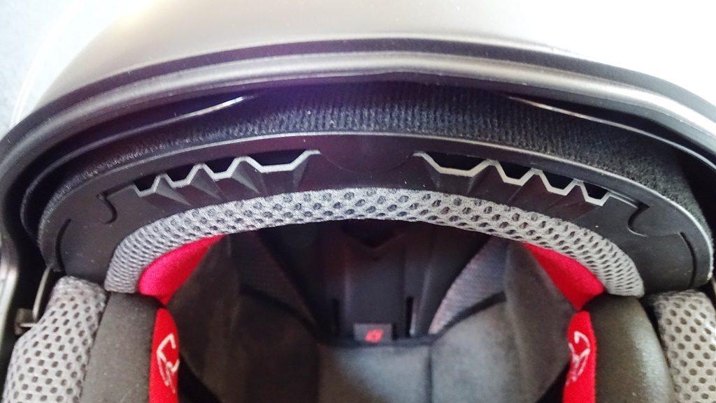 Si vous comptez utiliser un masque off road, la ventilation frontale reste assurée
