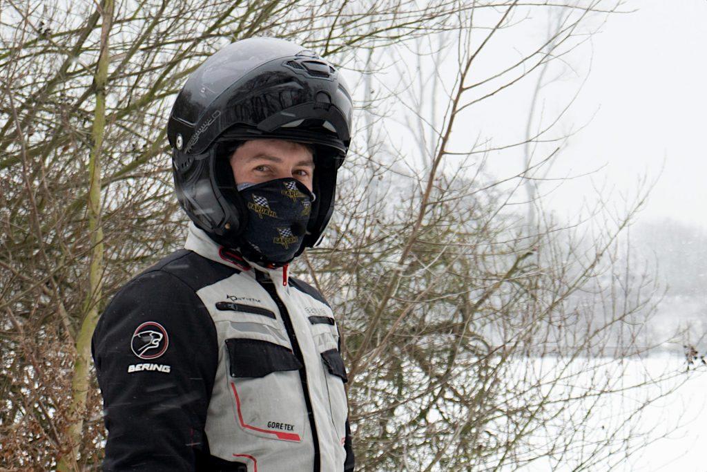 tour_de_cou_moto_hiver